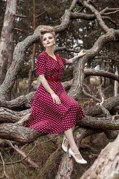 Retro Vintage Dresses, 1940s Dresses, Vintage Outfits, Vintage Style, Vintage Clothing, Vintage Inspired, Pin Up Dresses, Dress Up, Tea Dresses