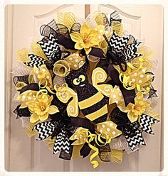 Bumble Bee Daffodil Deco Mesh Wreath/Black and Yellow Bumble Bee Wreath/Bumble Bee Wreath/Yellow Daffodil Wreath/Spring and Summer Wreath
