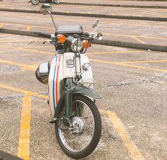 """おっくん on Twitter: """"トリコロールカラーのスーパーカブ88ccに乗ってます この度バイクアカウント作ったのでフォロー宜しくお願い致します #スーパーカブ #スーパーカブ50 #スーパーカブ88 #スーパーカブ90 #スーパーカブ110 #バイク… """" Aftermarket Car Parts, Auto Parts Online, Vespa Sprint, Honda Cub, Old Things, Things To Sell, Classic Motors, Old Bikes, Bike Style"""