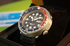 Seiko 300m Prospex dive watch, JDM model. Dream Watches, Cool Watches, Watches For Men, Unusual Watches, Affordable Watches, Watches Photography, Seiko Diver, Citizen Watch, Seiko Watches