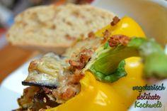 Gefüllte Paprika mit Aubergine, Sojagranulat und Mandelmus http://kochwelt-blog.de/2013/07/paprika-gefullt-und-uberbacken-vegan/