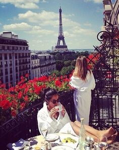 Ladies in Paris. @madelynjames,so us in a few years