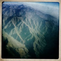 (Kuwayama) Afghanistan from the window of a military transport aircraft. Photographed on October 26, 2010.