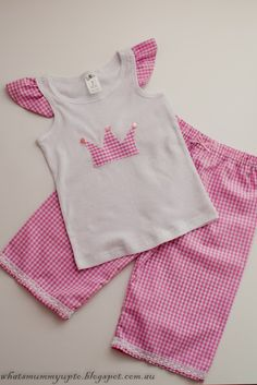 It's Bunny Time! I don't know about you, but I love sewing for Easter. Here's not one bunny sewing pattern, but 20 free sewing patterns Sewing Kids Clothes, Sewing For Kids, Diy Clothes, Sewing Patterns Free, Sewing Tutorials, Sewing Projects, Love Sewing, Baby Sewing, Couture Bb