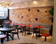 restaurante com tijolo aparente