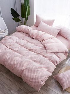A duvet cover surrounds your comforter or duvet to keep it protected and clean. It is like a massive pillowcase for your duvet that can be washed separately. Small Room Bedroom, Room Ideas Bedroom, Girls Bedroom, Bedroom Decor, Bedrooms, Pink Bedding, Bedding Sets, Luxury Bedding, Floral Bedding