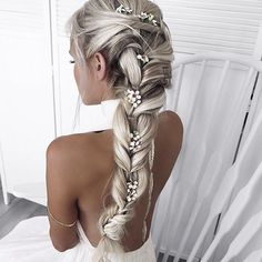 Would be a gorgeous wedding hair idea for the bride