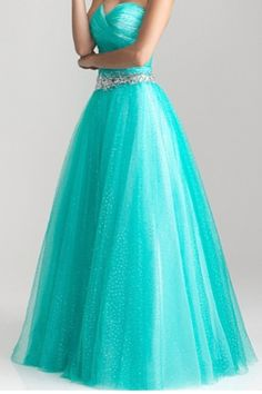 Pretty prom dress! The color is PERFECTION.