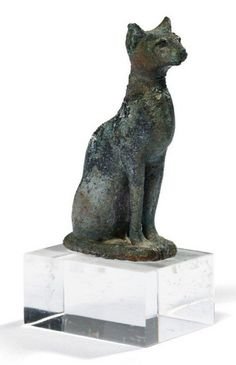 Egyptian bronze statuette H_6 cm of Bastet the cat goddess. Late Period. 2.4 in. high.