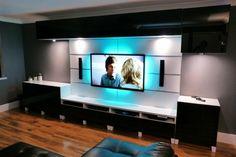 ensemble mural tv moderne en noir et blanc, à LED et sur pieds blancs