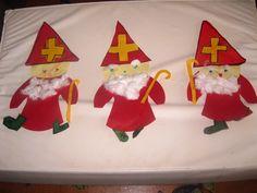 Sinterklaas met gekleurd papier en watjes