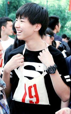 [08/05/15] Tiểu Khải tham gia hội thao ở trường Cre:  •Karry's Home• TFBOYS Wang Jun Kai's Vietnamese Fanpage