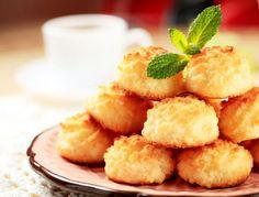 Cocadas. Combinación de las claras con azúcar y coco deliciosa