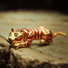 Brown Tiger Brooch to compliment every occasion  #craft365.com