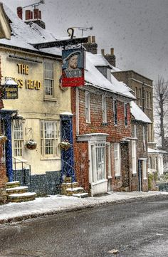 The King's Head Pub in High Street, Staplehurst, Kent, England. there are dozens of pubs in the UK that go by this name British Pub, British Isles, London Underground, Cottages Anglais, Christmas In England, England Winter, England And Scotland, Kent England, Yorkshire England