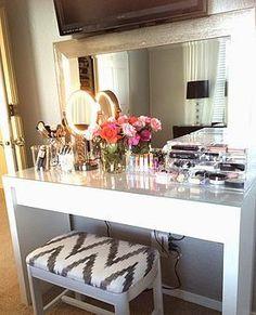 Vanity table | Penteadeira | Quarto | Decoração | Dressing Table | Home | Interior | Design | Decoration | Organization | Makeup Storage | Makeup Mirror