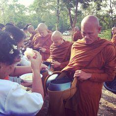 Give  rice to the monk..^^@Wat pa' Nan'