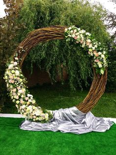 Сircle wedding arch - decoration examples