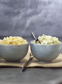 Recette de Ricardo. Une recette de salade de chou traditionnelle. Avec du vinaigre blanc, des carottes, du sel d'oignon. Une recette à redécouvrir.
