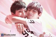 J-Hope & V! So cute!