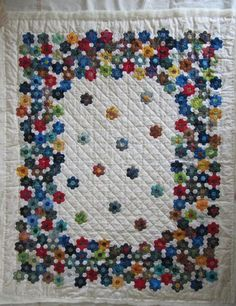 Hexagon English Paper Piecing Grandmother's Flower Garden.  Claudia Schmidt.