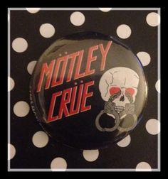 "VINTAGE MOTLEY CRUE ""MOTLEY CRUE"" - BUTTON PIN - AUTHENTIC RARE 80s"