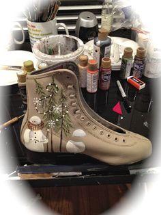 Primitive Christmas, Rustic Christmas, Vintage Christmas, Primitive Snowmen, Primitive Crafts, Painted Ice Skates, Painted Shoes, Christmas Shoes, Christmas Art
