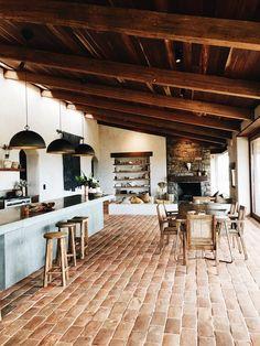 The Range Byron Bay, entre art de vivre australien et finca Interior Design Inspiration, Home Interior Design, Interior Decorating, Mexico House, Australian Homes, Sustainable Architecture, Cheap Home Decor, Home Kitchens, Home Remodeling