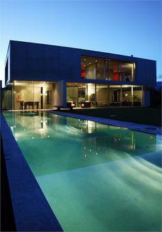 Villa a Lugano - Sorengo - Casa dell'architetto - Sorengo, Switzerland - 2007 - Attilio Panzeri #swimmingpool #pools