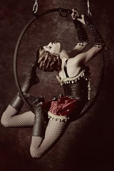 She ran away to the circus, circus, she wears high heels like in her dreams
