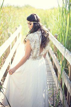 Boho chic wedding dress. Photo By: // www.taliastudio.com/