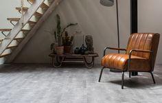 Pvc vloertegel met de uitstraling van ruw beton. Deze vloer geeft een stoere uitstraling en is perfect te combineren met ruwe materialen zoals staal en leer!