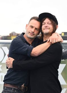 Comic-Con Panels Norman Reedus and Andrew Lincoln at an event for The Walking Dead Related posts:TOP 15 Funniest Walking Dead Memes You Need To Laugh It Out Loud!The Walking Dead - Sammelthread. Walking Dead Zombies, Walking Dead Memes, Walking Dead Cast, Norman Reedus, Andrew Lincoln Young, Andrew Lincoln Love Actually, Daryl And Rick, The Walking Dead Merchandise, Walking Dead Wallpaper