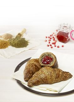 Cornetto canapa e melograno. Fonte di fibra e ricco di omega 3 senza olio di palma.