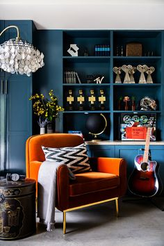 Awesome Orange And Blue Living Room Ideas. Simple way to get More Design of Living Room Color Ideas in Our Web Ideas for Home Decor . Blue And Orange Living Room, Orange Rooms, Bedroom Orange, Orange Walls, Living Room Decor Orange, Blue Orange, Living Room Ideas Dark Blue, Navy Blue Rooms, Blue Room Decor