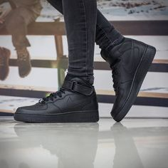 Different Types Of Sneakers Every Man Needs – Men Shoes Site Nike Free Shoes, Running Shoes For Men, Nike Shoes, Sneakers Nike, Nike Running, Air Force One, Nike Air Force, Nike Air Max, Nike Free Runners