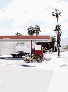 1970 Dodge Charger in Palm Springs. Via Mija