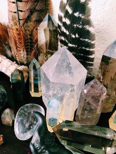 Boho // Quartz Crystals and Feathers // Mineral Magic by Indigo Sunshine Crystal Magic, Crystal Grid, Crystal Healing, Crystal Altar, Crystal Palace, Clear Crystal, Crystals And Gemstones, Stones And Crystals, Gem Stones
