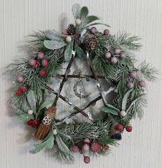 Pentacle, Christmas Wreaths, Holiday Decor, Home Decor, Decoration Home, Room Decor, Home Interior Design, Home Decoration, Interior Design