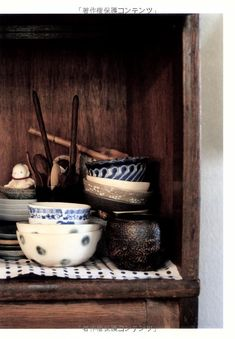 some lovely little rice bowls - note especially the varying blues used.