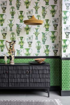 Our majestic Khulu Vases Wallpaper forms part of Cole & Son's Ardmore Collection. This grand design features water-colour paintings of classical vases entwined with African animals. Cole And Son Wallpaper, Plain Wallpaper, Green Wallpaper, Zulu, Eclectic Wallpaper, Quirky Wallpaper, Kitchen Wallpaper, Cole Son, Wallpaper Companies
