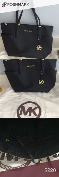 Spotted while shopping on Poshmark: PRICE IS FIRM💲Michael Kors purse! #poshmark #fashion #shopping #style #Michael Kors #Handbags