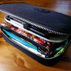 shelley r chavis…………………...... [living the creative life!] : Kipling 100 Pens Case Organization!