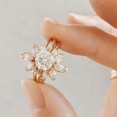 Verlobungsring rosa Engagement Ring Trends Youll Swoon Over in 2018 - Southern Living Irish Engagement Rings, Diamond Cluster Engagement Ring, Perfect Engagement Ring, Rose Gold Engagement Ring, Engagement Ring Settings, Vintage Engagement Rings, Oval Engagement, Diamond Rings, Rose Gold Moissanite Ring