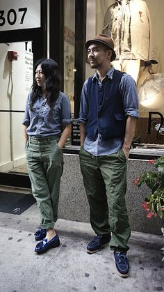Engineered Garments - Olive drab USN pants, indigos and chambrays! ❤️ this combination Fashion Couple, Look Fashion, Mens Fashion, Fashion Outfits, Style Casual, Style Me, Couple Style, Engineered Garments, Stylish Couple