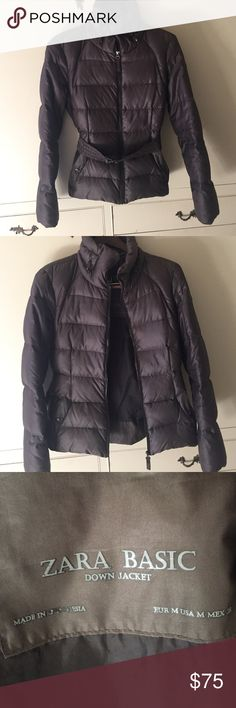 Zara Basic Down Jacket Puffer Coat With Belt Preowned stunning Zara jacket. This jacket is fitted and comes with a belt. Has been worn many times!! (There is a little bit of rust on zipper, barely noticeable!) size USA M. Has a tight fit to it. Zara Jackets & Coats Puffers
