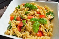 Nudelsalat mit Tomate und Mozzarella - Katha-kocht!