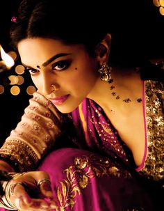 Deepika Padukone Photos - Deepika Padukone in Ram Leela Movie Bollywood Stars, Bollywood Fashion, Movies Bollywood, Bollywood Makeup, Indian Bollywood, Deepika Ranveer, Deepika Padukone Style, Aishwarya Rai, Ranveer Singh