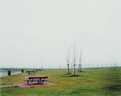 Hans-Christian Schink, A 14, Rastplatz Plötzetal, aus: VDE (Verkehrsprojekte Deutsche Einheit), 1999, C-Print/Diasec, 178 x 211 cm und 121 x 143 cm, Auflage 5 + 3