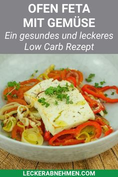 This oven-baked feta is a delicious low carb dinner that can be conjured up quickly. Here you will find the complete recipe for losing weight and many tips for your diet. lose weight # diet # nutrition Oven feta with vegetables - healt Low Carb Vegetarian Recipes, Healthy Dinner Recipes, Low Carb Recipes, Diet Recipes, Plat Vegan, Queso Feta, Ramadan Recipes, Complete Recipe, Cooking